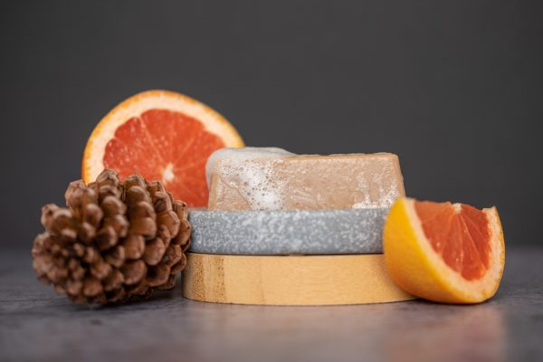 High foaming natural soap bar with grapefruit and pine